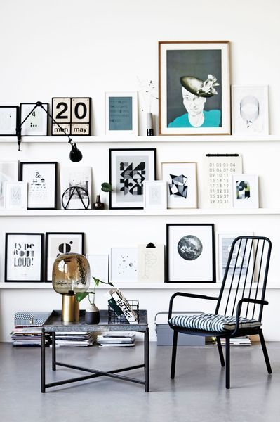 mur-cadres-etageres-photos-posters-salon-deco-maison